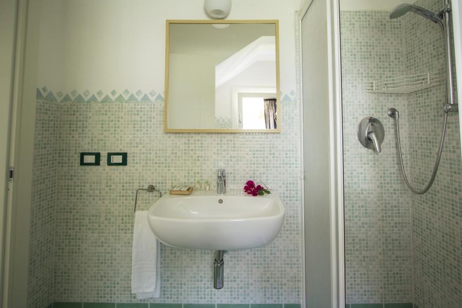 Ea_Bianca_T6_Bathroom 2