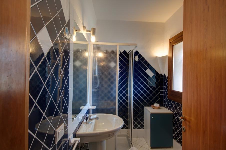 P.G.V.B4_Bathroom 1